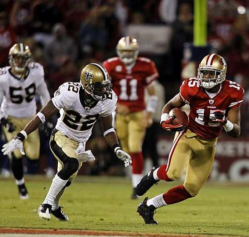 Michael Crabtree runs after a catch in the third quarter for a gain of 32 yards at Candlestick Park in San Francisco on Monday. Photo: Paul Chinn, The Chronicle