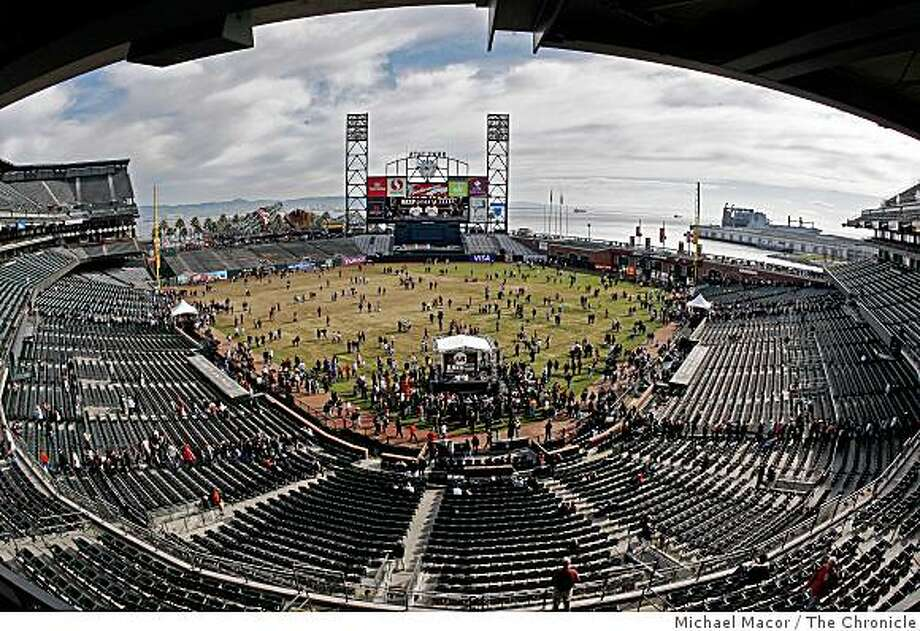 "Hundreds fill the ballpark as the San Francisco Giants host their annual ""Fanfest"" at AT&T park in San Francisco, Calif. on Saturday, Feb. 7, 2009, as a new season of baseball is ready to get underway. Photo: Michael Macor, The Chronicle"