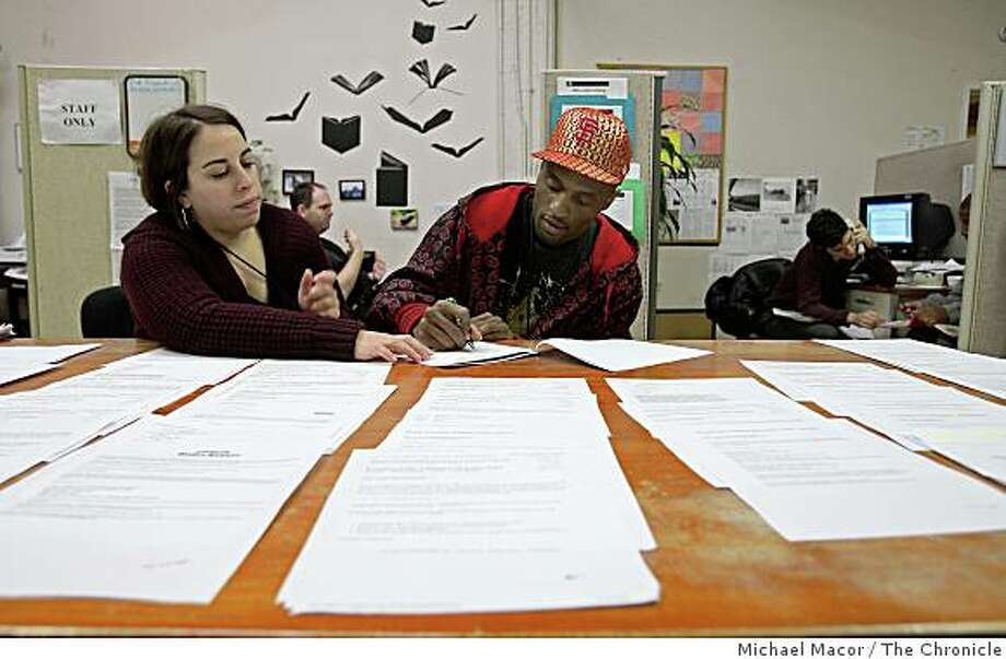 Walden House employment counselor, Lauren Kahn, works with Myron Edwards, who has been enrolled in the program for three months, to complete a job resume on Friday Nov. 21, 2008 in San Francisco, Calif. Photo: Michael Macor, The Chronicle