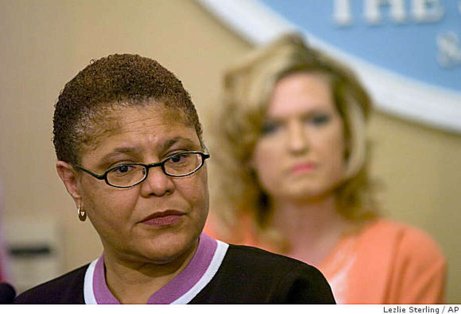 Assembly Speaker Karen Bass, D-Los Angeles speaks at a news conference, Thursday, Sept. 18, 2008, at the State Capitol in Sacramento, Calif. Legislative leaders emerged from a meeting with Gov. Arnold Schwarzenegger Thursday saying they'd agreed to a compromise budget the governor could support, avoiding Schwarzenegger's threatened veto of the spending plan they approved just days earlier. (AP Photo/The Sacramento Bee, Lezlie Sterling)**MAGS OUT, TV OUT, NO SALES, MANDATORY CREDIT** Photo: Lezlie Sterling, AP