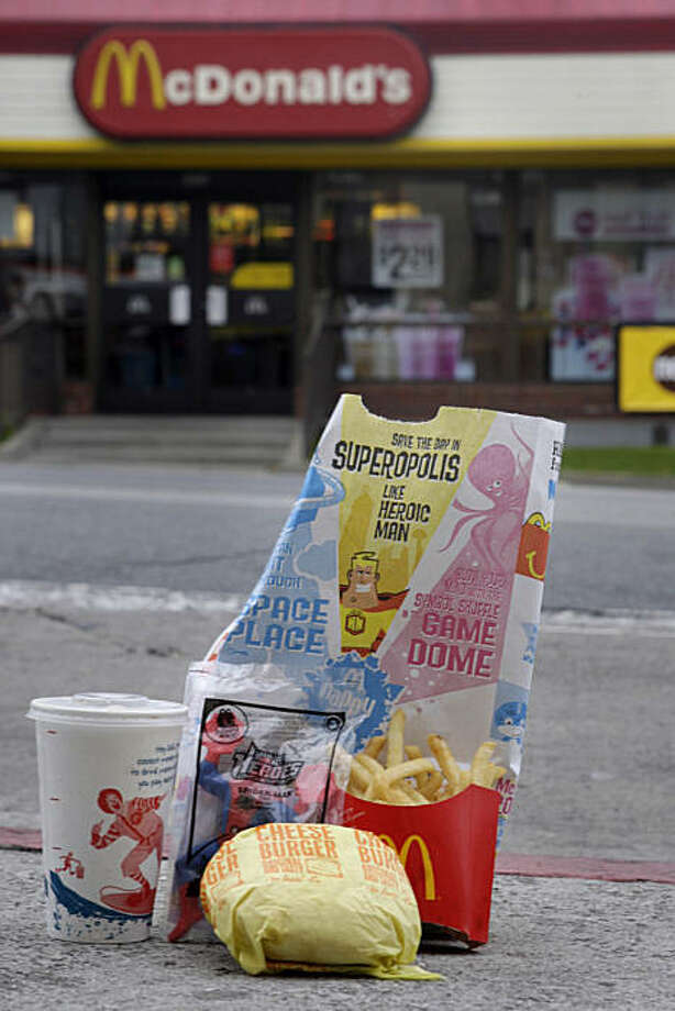 A cheeseburger Happy Meal is seen in San Francisco, Calif. on Tuesday August 10, 2010.   Supervisor Eric Mar wants to ban fast food restaurants from offering toys and prizes in meals geared toward children and teens unless the meals have less than 600 calories. Photo: Lea Suzuki, The Chronicle