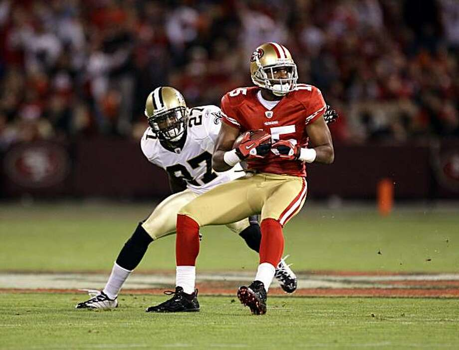 SAN FRANCISCO - SEPTEMBER 20:  Michael Crabtree #15 of the San Francisco 49ers catches a ball while defended by Tracy Porter #27 of the New Orleans Saints at Candlestick Park on September 20, 2010 in San Francisco, California. Photo: Ezra Shaw, Getty Images