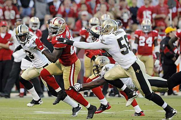Frank Gore runs for a gain in the second quarter Monday in San Francisco. Photo: Carlos Avila Gonzalez, The Chronicle
