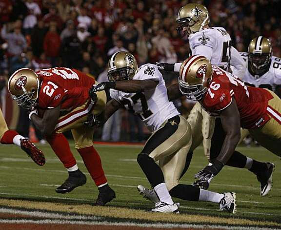 Frank Gore scores a touchdown late in the fourth quarter of the San Francisco 49ers and New Orleans Saints game at Candlestick Park in San Francisco on Monday. Photo: Paul Chinn, The Chronicle
