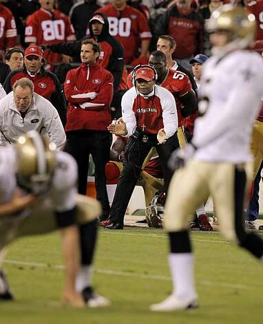 49ers head coach Mike Singletary watches as Saints punter Thomas Morstead, left, and kicker Garrett Hartley, right, set up for the game-winning field goal Monday. Photo: Carlos Avila Gonzalez, The Chronicle