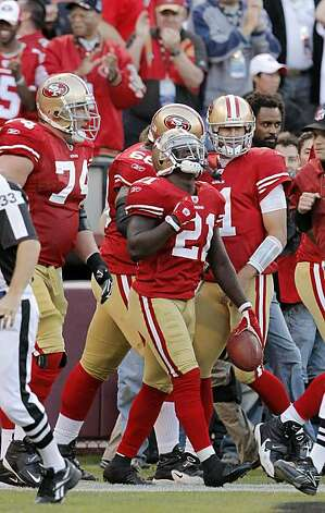 Frank Gore looks up to the sky while celebrating his second quarter touchdown with teammates in the end zone Monday. Photo: Carlos Avila Gonzalez, The Chronicle