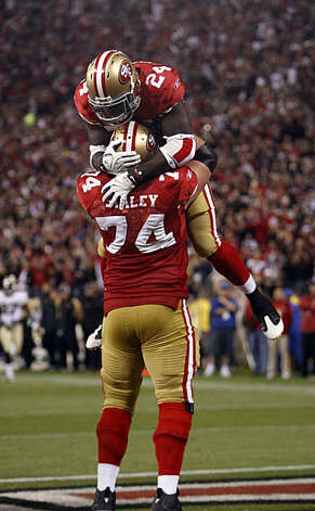 Anthony Dixon celebrates his third quarter touchdown with Joe Staley in the third quarter at Candlestick Park in San Francisco on Monday. Photo: Paul Chinn, The Chronicle