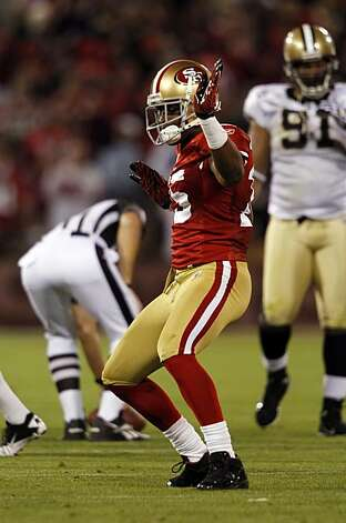 49ers wide receiver Michael Crabtree celebrates his 32-yard reception in the third quarter at Candlestick Park in San Francisco on Monday. Photo: Paul Chinn, The Chronicle