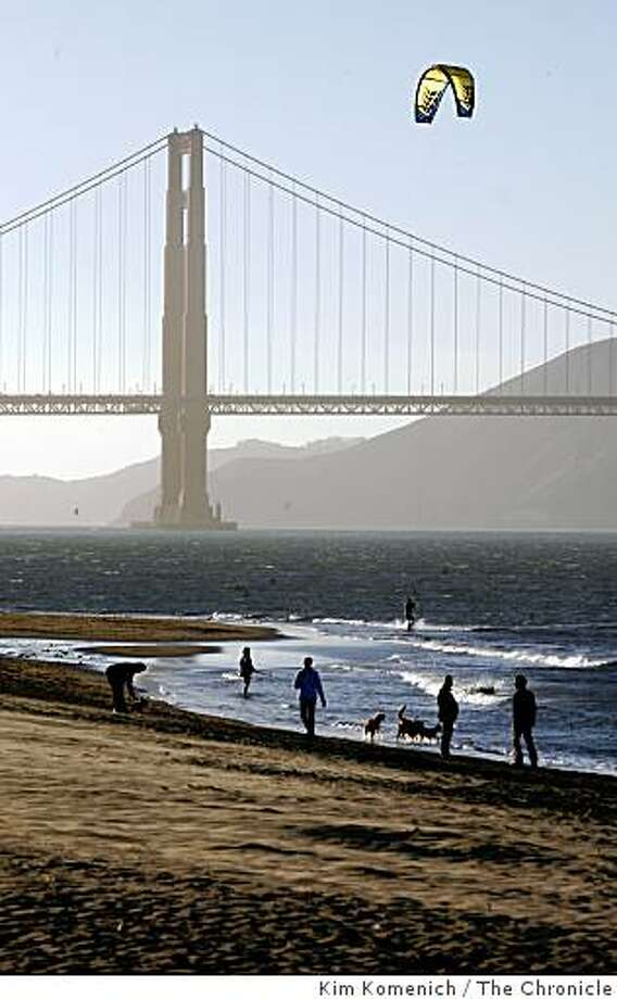Windsurfers and parasailers  take advantage of the good wind off Crissy Field in San Francisco on Wednesday, Mar. 5, 2008. Photo by Kim Komenich / The San Francisco Chronicle Photo: Kim Komenich, The Chronicle
