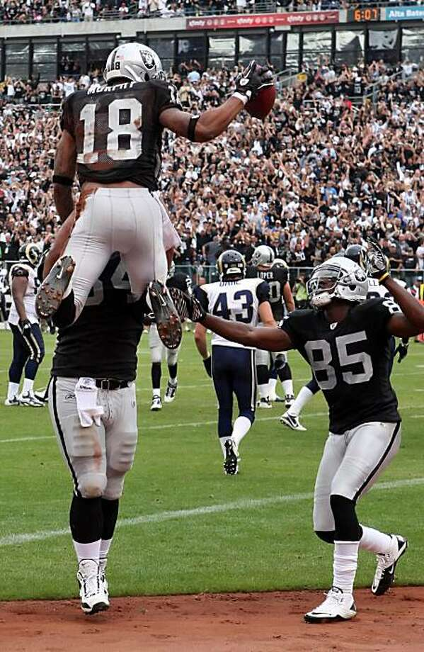 Louis Murphy celebrates his third quarter touchdown catch with teammates in Oakland on Sunday. Photo: Carlos Avila Gonzalez, The Chronicle