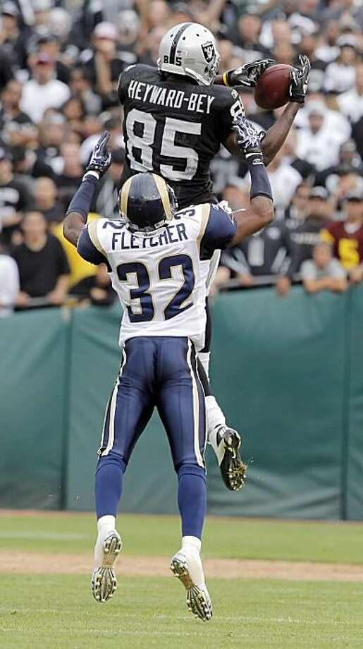 Raiders wide receiver Darrius Heyward-Bey makes a catch in the fourth quarter against the St. Louis Rams in Oakland on Sunday. Photo: Carlos Avila Gonzalez, The Chronicle