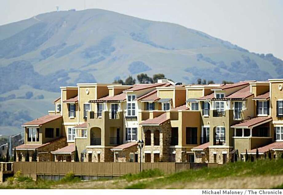 A huge complex of apartments and condos were recently built on what was once open pasture in Dublin, Calif. Photo taken on April 2, 2008. Urban sprawl is creating congestion throughout the bay area. New homes are being built on what was once open hills and pastures. Photo: Michael Maloney, The Chronicle