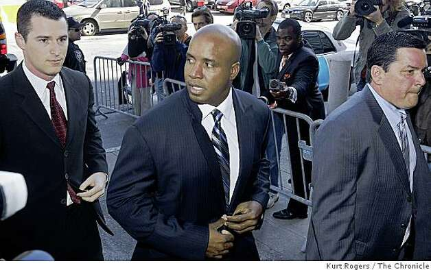 Barry Bonds walks into the United States Federal Building to appear in US District court  on Friday , June 6,  2008 in San Francisco , Calif  Photo by Kurt Rogers / The Chronicle. Photo: Kurt Rogers, The Chronicle