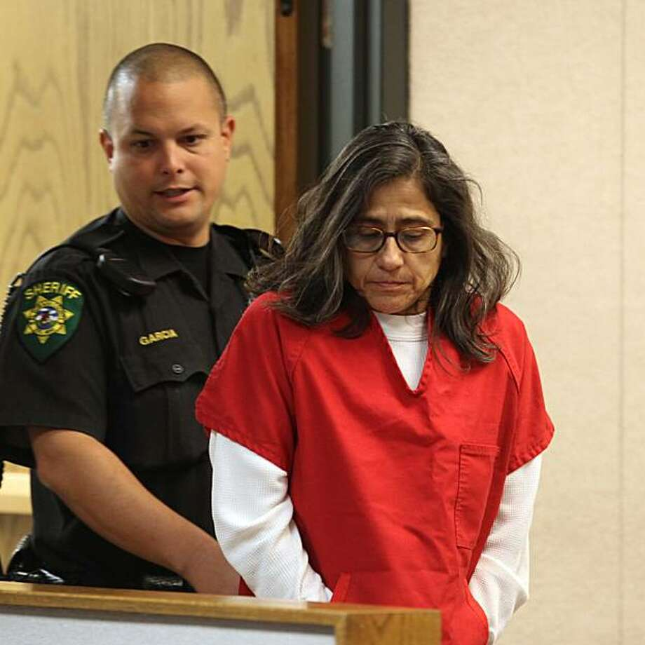 Nancy Garrido enters the courtroom for a hearing at the El Dorado Superior Court in Placerville, Calif., Thursday, Oct. 29, 2009.  Garrido and her husband, Phllip, are facing charges on the 1991 kidnap and rape of Jaycee Lee Dugard.(AP Photo/Rich Pedroncelli) Photo: Rich Pedroncelli, AP