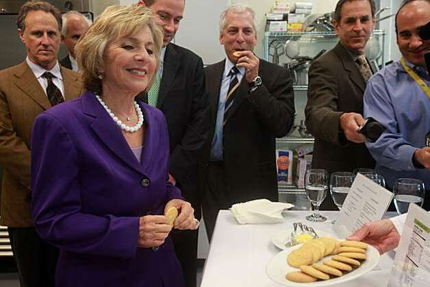 U.S. Senator Barbara Boxer (D-CA, left) presented with cookies made with algal flour at Solazyme, Inc. in South San Francisco, Calif., on Tuesday, September 7, 2010.  Solazyme is pioneering algae-based diesel and jet fuels and has received several federal grants and contracts to help the U.S. Navy reach its goal of operating 50 percent of its fleet on renewable fuels by 2020. Photo: Liz Hafalia, The Chronicle