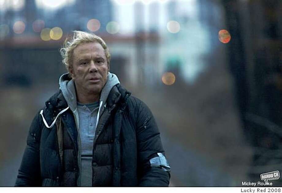 "Mickey Rourke in ""The Wrestler"" (2008). Photo: Lucky Red 2008"