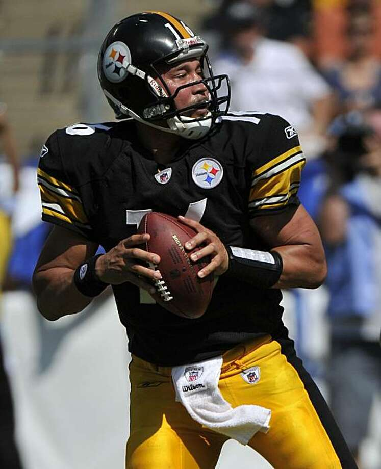 Pittsburgh Steelers quarterback Charlie Batch drops back to pass against the Tennessee Titans in the third quarter of an NFL football game on Sunday, Sept. 19, 2010, in Nashville, Tenn. Batch came into the game after starting quarterback Dennis Dixon hurthis left knee. The Steelers won 19-11. Photo: Frederick Breedon, AP