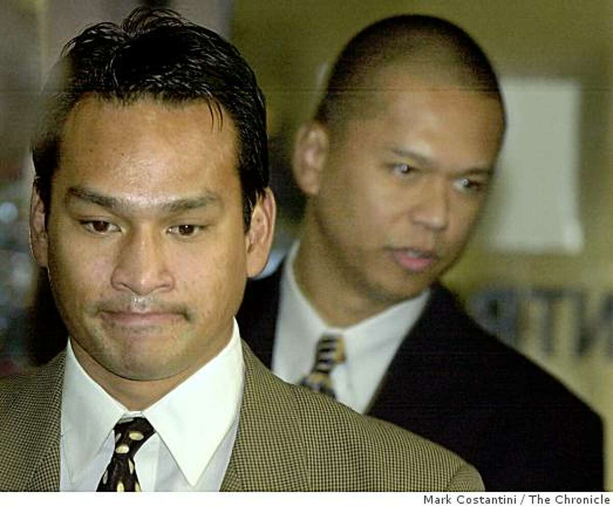 """RIDERS07a-C-06DEC00-EZ-MC. (l-r) Jude Siapno and Clarence """"Chuck"""" Mabanag, two Oakland cops known as """"The Riders"""" enter the Alameda County Superior Court in Oakland today. Photo by Mark Costantini/Chronicle ALSO RAN 5/31/2001, 4/29/02, 9/18/02, 02/19/03, 5/30/03, 08/31/03, 9/12/2003, 10/01/03, 10/02/03"""
