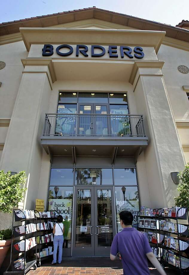 The exterior of a Borders book store in Sunnyvale, Calif., Monday, Aug. 27, 2007. Borders, the nation's second-largest bookseller, said Thursday March 20, 2008 it may put itself up for sale and has lined up $42.5 million in financing to help continue operating.   (AP Photo/Paul Sakuma, FILE) Photo: Paul Sakuma, Associated Press