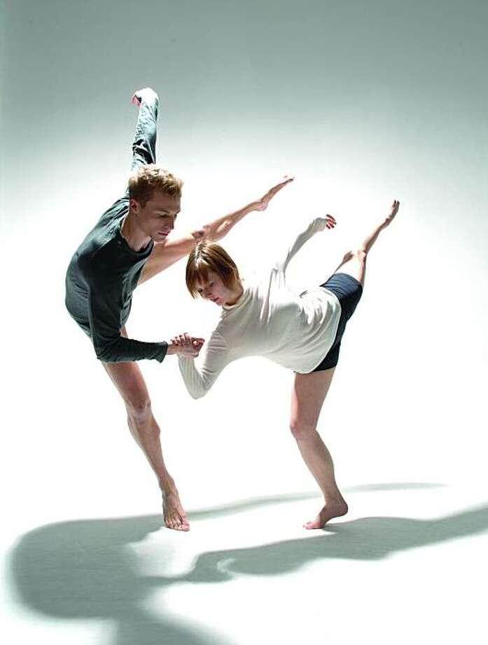 Choreographer: Takehiro Ueyama, TAKE Dance Dancers (left to right):  Kile Hotchkiss and Gina Ianni Photo Credit: Quinn Batson Photo: Quinn Batson