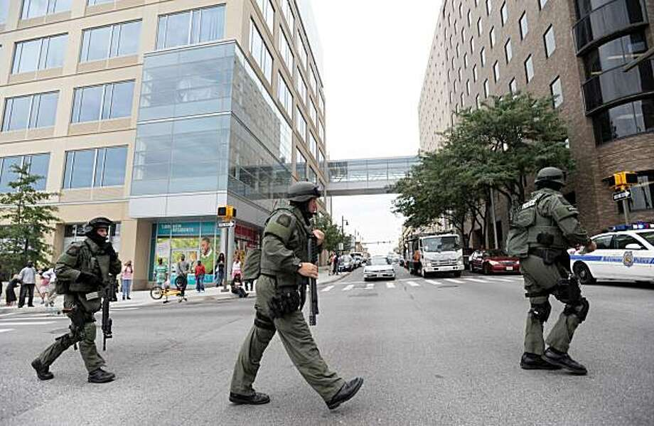 Members of the Baltimore County SWAT team arrive at Johns Hopkins Hospital in Baltimore after a man shot and wounded a doctor, Thursday, Sept. 16, 2010. Photo: Steve Ruark, AP