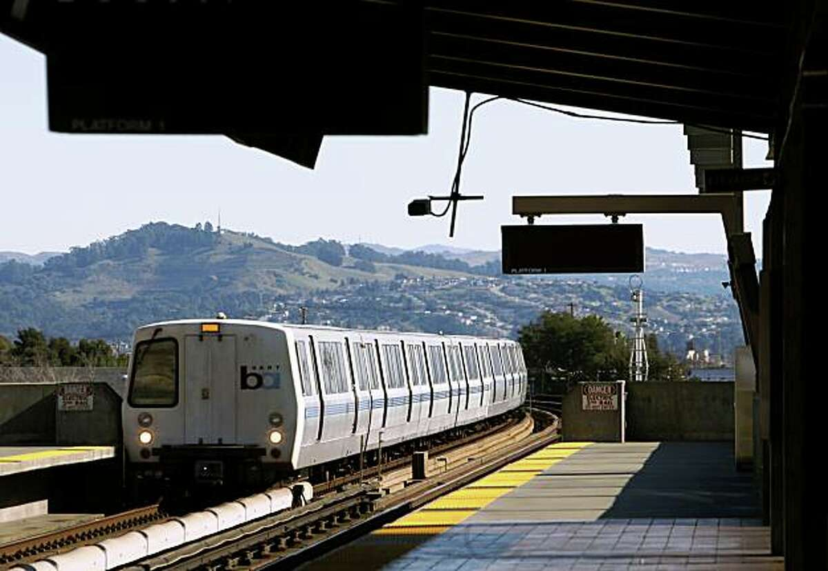 A train heading for San Francisco pulls into the Fruitvale BART station in Oakland on Thursday, Jan. 29, 2009.