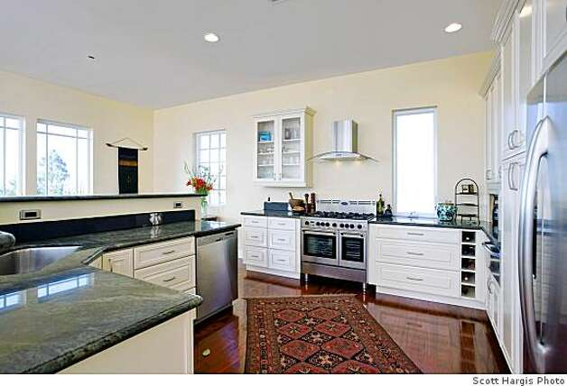 Kitchen ot 65 Southampton Ave., a new house on the market for $1.98 million in North Berkeley. Owner/builder claims it's built so robustly it will withstand a major earthquake and that it's so energy efficient the electric meter will run backwards. Photo: Scott Hargis Scott Hargis, Scott Hargis Photo