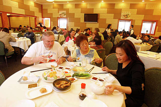 Dim Sum at Asian Pearl restaurant in Richmond, Calif., on January 19, 2009. Friends from Fairfield, Calif., having dim sum, left-right: Bob Dunn, Elizabeth Flynn and Guihzi Jai. Photo: Craig Lee, The Chronicle / SFC