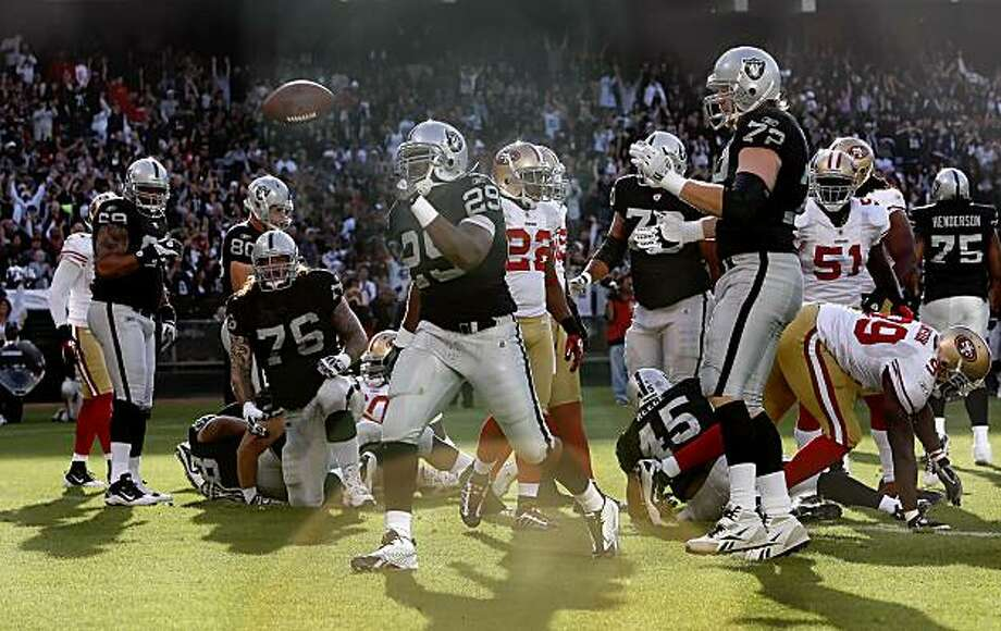 Raiders 29- Michael Bush celebrates his first quarter touchdown carry to take the early lead, as the Oakland Raiders take on the San Francisco 49ers in NFL pre-season action on Saturday August 28, 2010 in Oakland, Calif. Photo: Michael Macor, The Chronicle