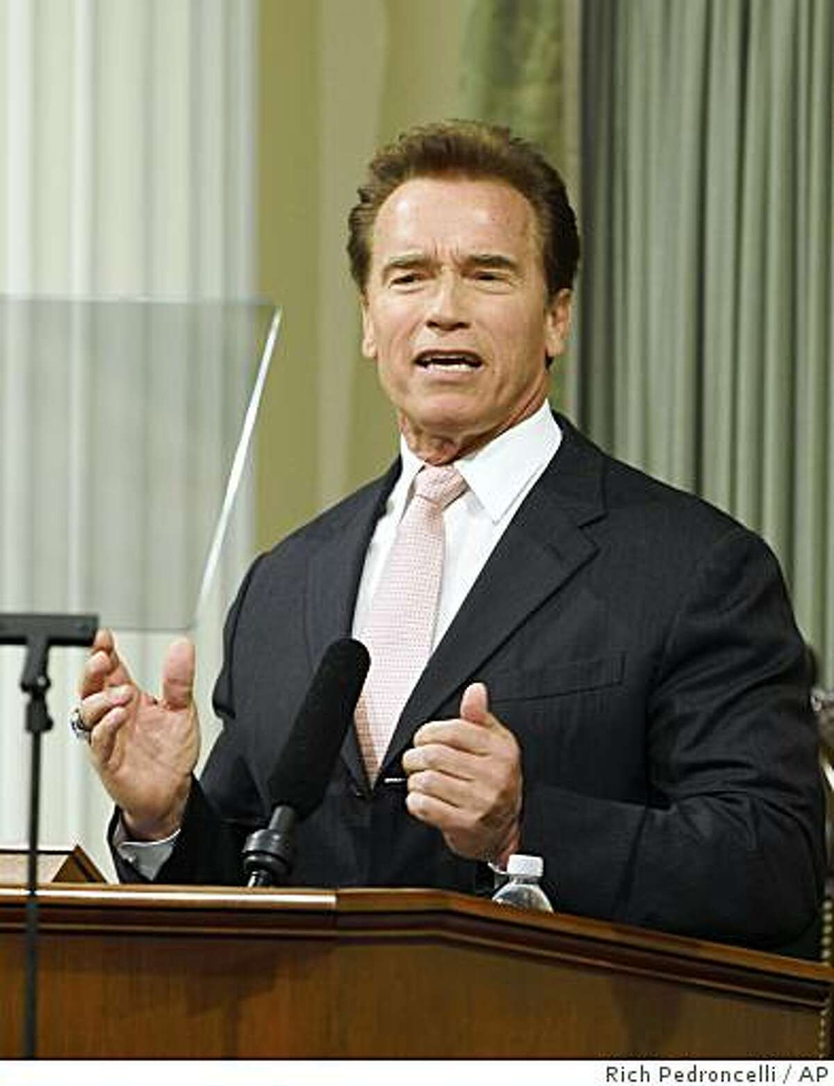 Gov. Arnold Schwarzenegger delivers his State of the State address before a joint session of the Legislature at the Capitol in Sacramento, Calif., Thursday, Jan. 15, 2009.(AP Photo/Rich Pedroncelli)