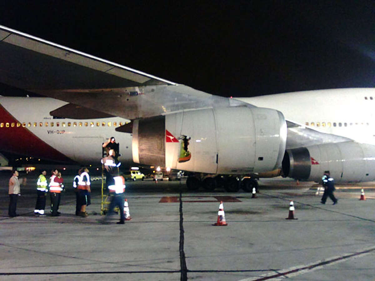 A Qantas Airways flight made an emergency landing at San Francisco International Airport earlyAug. 31, 2010 after an engine exploded in mid-air, authorities said.