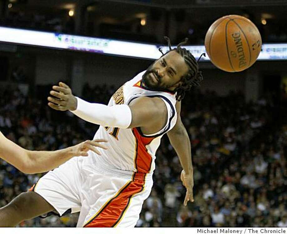Golden State Warriors Ronny Turiaf (21) reaches for a loose ball in the 1st quarter during a NBA game against the Toronto Raptors at Oracle Arena in Oakland, Calif., on Monday, December 29, 2008. Photo: Michael Maloney, The Chronicle