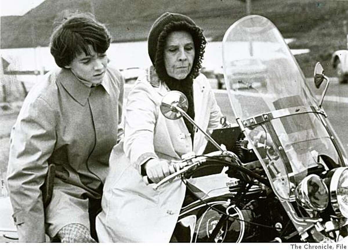 """""""Harold & Maude"""" (Comedy '71) an 80-year-old eccentric with a zest for living shows a 20-year-old obsessed with death how to enjoy life to the fullest. (l-r) Bud Cort, Ruth Gordon)"""