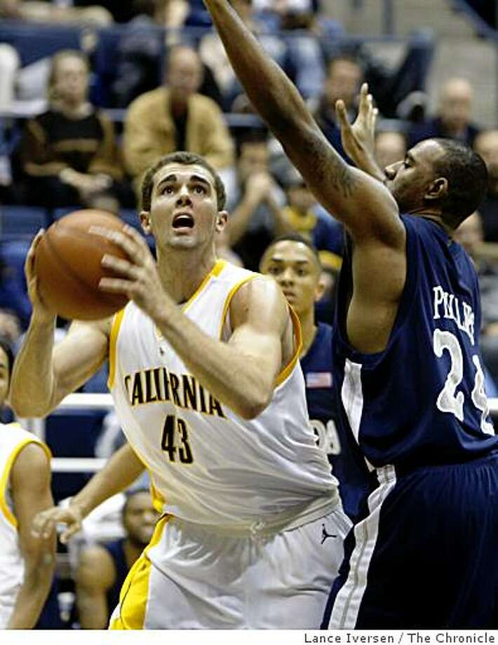 Cal's Harper Kamp set for a jump shot in front of Nevada's Richie Phillips in first half action. California defeated Nevada at Reno 75-66 in Berkeley Dec 20, 2008. Photo: Lance Iversen, The Chronicle