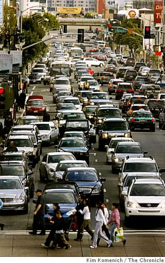 Traffic snarl in San Franciso used to illustrate Ed Perkins column on carbon footprint and travel choices for datebook column, Thursday, May 8, 2008. Photo by Kim Komenich. Photo: Kim Komenich, The Chronicle