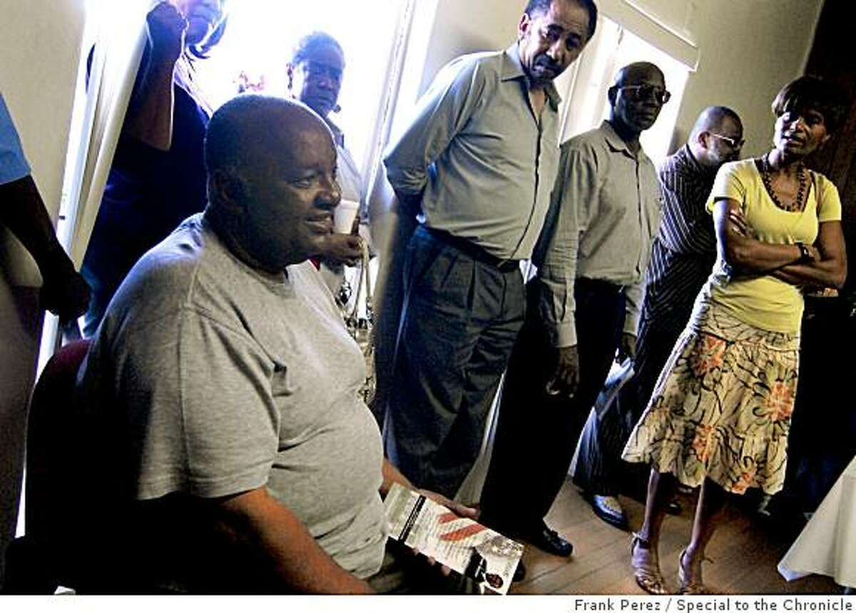 """Emmett Cash, III of """"Californians For Obama"""" opens his organization's new office in San Bernardino on July 17, 2007. Photo by Frank Perez/Special to the Chronicle."""