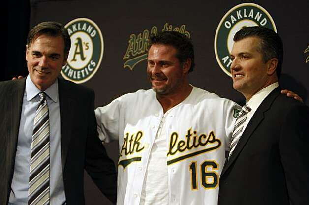 Oakland Athletics' General manager Billy Beane, left, poses with free-agent designated hitter Jason Giambi, and team manager Bob Geren at a press conference in Oakland, Calif., Wednesday, Jan. 7, 2009. Photo: Lance Iversen, The Chronicle
