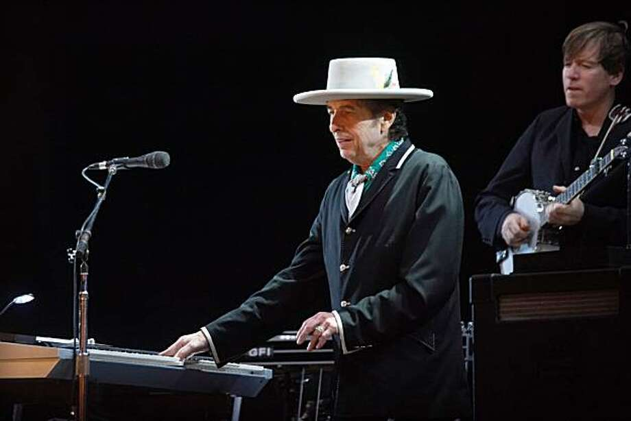 Bob Dylan Bob Dylan performing live at Optimus Alive 2008 in Passeio Maritimo de Alges  Lisbon, Portugal - 11.07.08 Credit: (Mandatory): WENN Photo: WENN.com