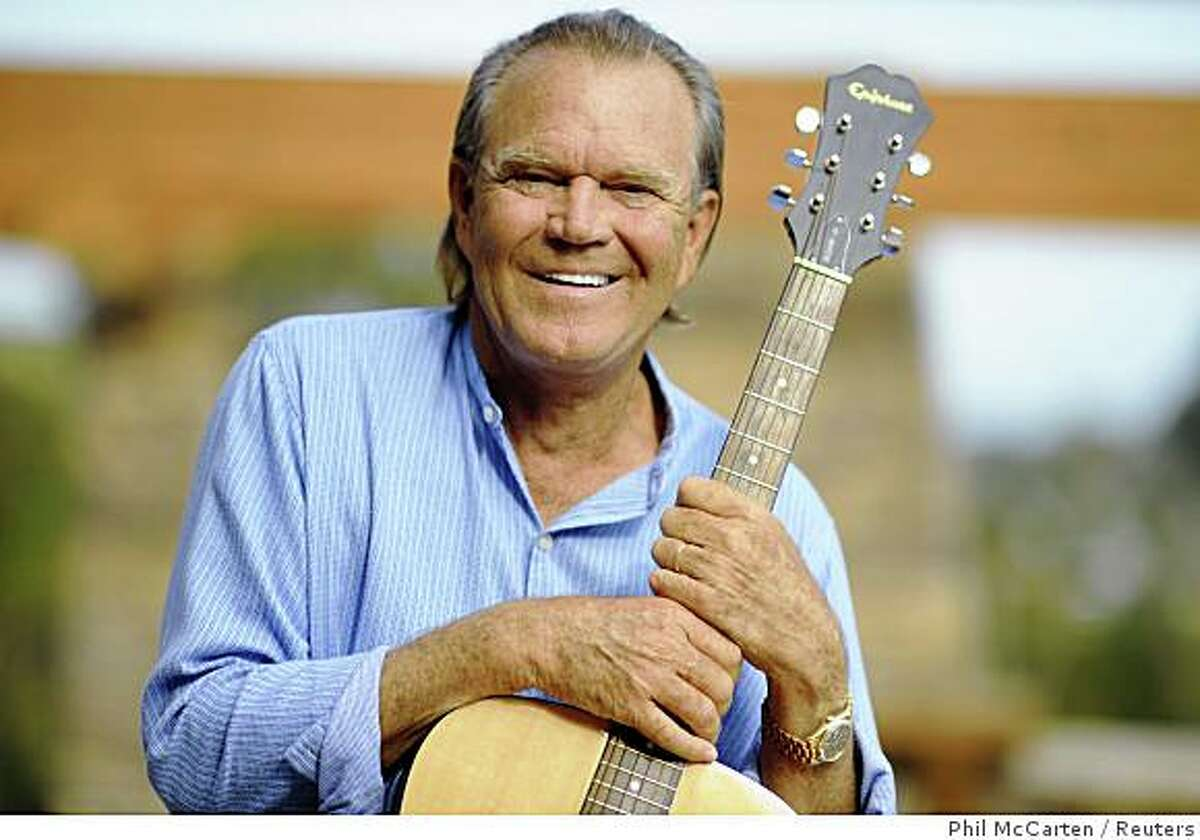 Recording artist Glen Campbell is photographed at his home in Malibu, California August 4, 2008. Country star Campbell will perform a rare club gig in Los Angeles on Aug. 19, the day his new CD of rock 'n' roll covers hits stores, his label said on August 6, 2008. Picture taken August 4, 2008. REUTERS/Phil McCarten (UNITED STATES)