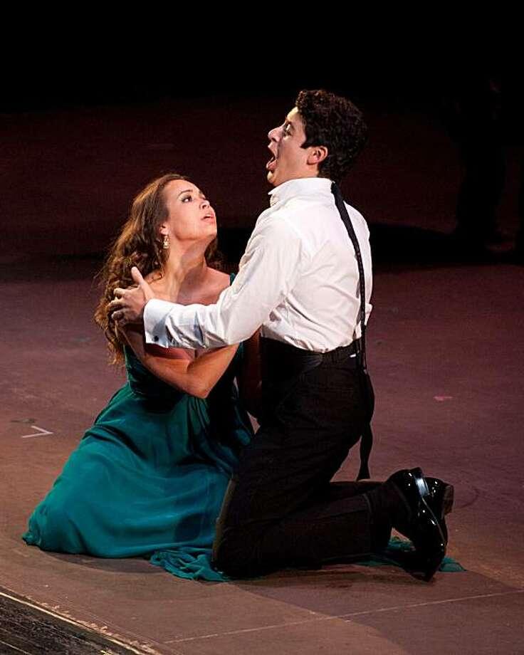 """Soprano Nadine Sierra (l.) and tenor Daniel Montenegro in a duet from Gounod's """"Rom?o et Juliette"""" Photo: Kristen Loken"""