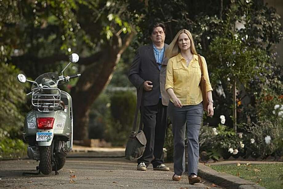 Oliver Platt as Paul and Laura Linney as Cathy in The Big C (Pilot) Photo: Jordin Althaus, Showtime