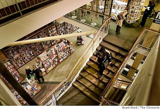 The multi story Market Street store is known for its'  technical books. Longtime San Francisco landmark bookstore Staceys is closing its' doors in March 2009, a victim of the poor book sales. Photo: Brant Ward, The Chronicle