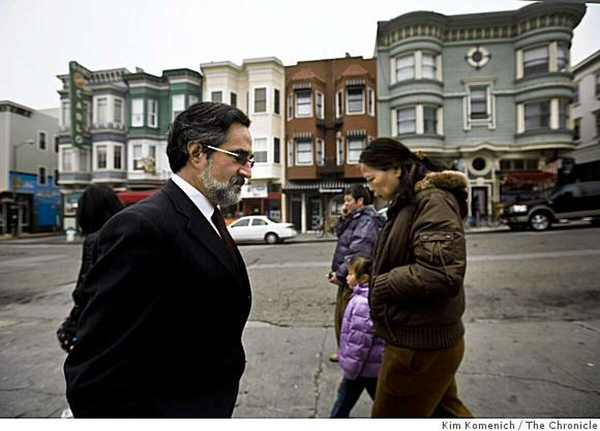 Outgoing San Francisco Board of Supervisors President Aaron Peskin Walks on Green Street in San Francisco's North Beach on Wednesday, Dec. 31, 2008.