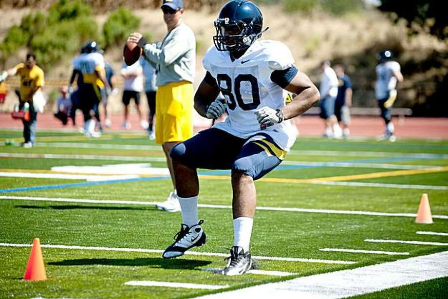 Tight end Anthony Miller quick-steps through cones during the Cal Bears practice at Monte Vista High School in Danville, Calif., Sunday, August 15, 2010. Photo: Chad Ziemendorf, The Chronicle