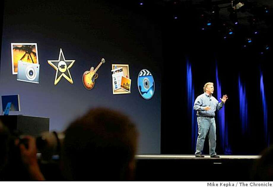 Phil Schiller announces Apple's iLife'09 and iWork'09 during his keynote address at Macworld. Photo: Mike Kepka, The Chronicle