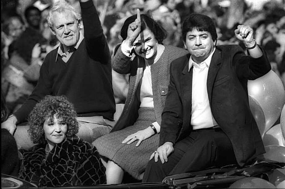 SUPERBOWL1985-21JAN1985-RINGMAN - 49'er Coach Bill Walsh, Mayor Diane Feinstein, Team Owner Eddie DeBartolo, waving to fans at the Super Bowl Victory Parade in downtown San Francisco the morning after the game, Jan, 21, 1985.  Super Bowl 1985 in Stanford, CA.  49'ers vs. Miami, Super Bowl 1985.  Photo by Steve Ringman Photo: Steve Ringman, The Chronicle