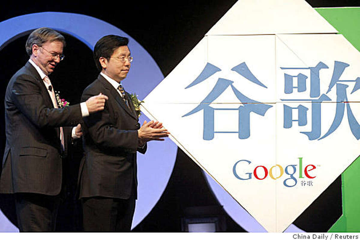 : Eric Schmidt (L), Internet giant Google Inc.'s Chief Executive Officer, and Li Kaifu, President of Google China, attend the news conference of the launch of Google's Chinese name in Beijing April 12, 2006. Google said it has adopted the Chinese-language brand name