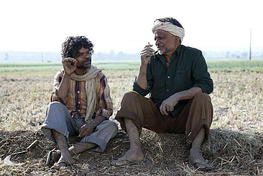 "From L to R - natha(Omkar Das Manikpuri) and budhi(Raghubir Yadav) in, ""Peepli Live."" Photo: Nine Winds"