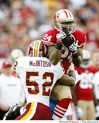 San Francisco 49ers Michael Robinson (24) catches a 4th quarter pass in front of Washington Redskins Rocky McIntosh (52) during a game hosted by the 49ers at Candlestick Park on Sunday, December 28, 2008. The 49ers won 27-24. Photo: Michael Maloney, The Chronicle