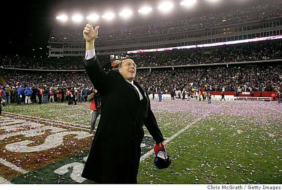 FOXBORO, MA - JANUARY 20:  Vice President of player personnel Scott Pioli of the New England Patriots celebrates after the Patriots 21-12 win against the San Diego Chargers during the AFC Championship Game on January 20, 2008 at Gillette Stadium in Foxboro, Massachusetts.  (Photo by Chris McGrath/Getty Images) Photo: Chris McGrath, Getty Images